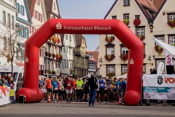 START Kreissparkasse 3x7 km-Staffel auf dem Marktplatz